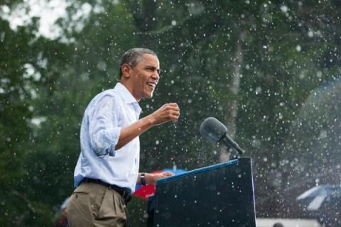 US President Barack Obama campaigns  in Virginia