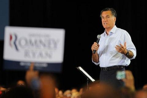 Romney attends Juntos Con Romney Rally