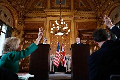 U.S. Secretary of State John Kerry and Britain's Foreign Secretary William Hague