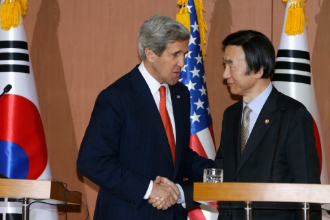 U.S. Secretary of State John Kerry and South Korean Foreign Minister Yun Byung-se shake hands during their news conference at the foreign ministry in Seoul
