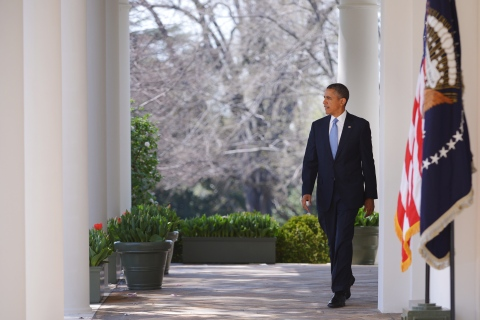 President Barack Obama makes his way to the Rose Garden to speak on the budget on April 10,2013 at the White House in Washington.