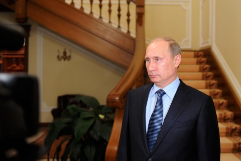 Russia's President Vladimir Putin makes a statement on issues connected with chemical weapons in Syria at the Novo-Ogaryovo residence outside Moscow
