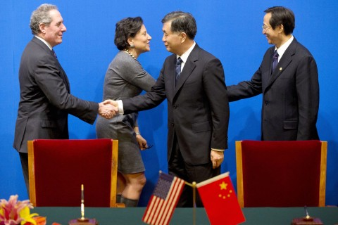 China, U.S. hold bilateral commerce, trade talks